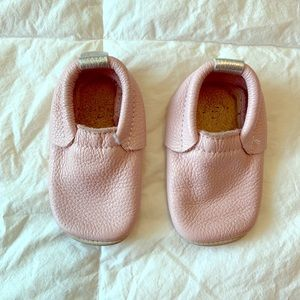 Minimoc pink moccasins - size 5 - pink